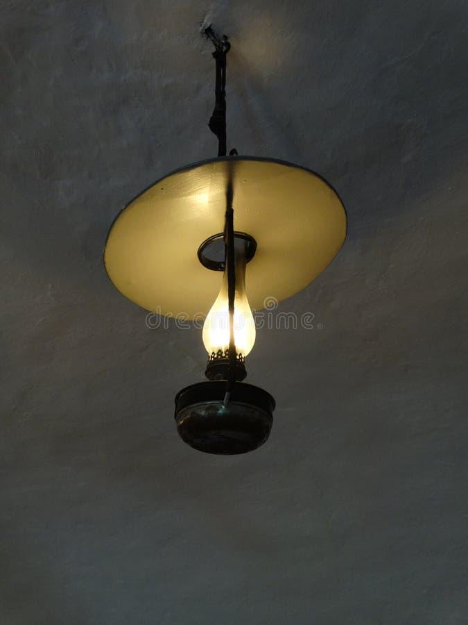 古色古香的垂悬的灯天花板 免版税库存图片