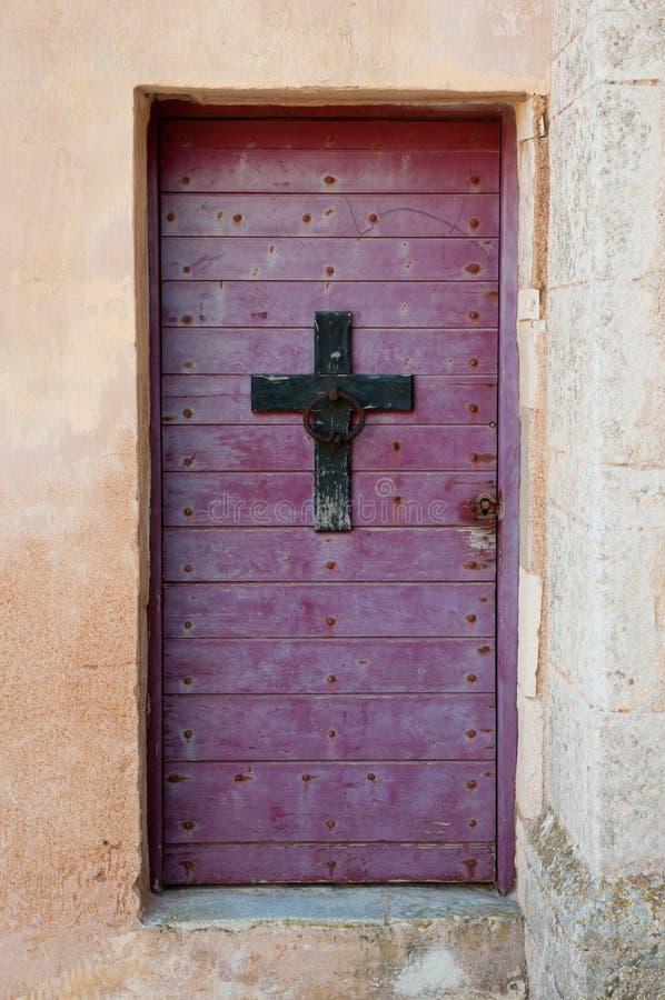 古色古香的基督徒发怒doorknocker 免版税库存照片