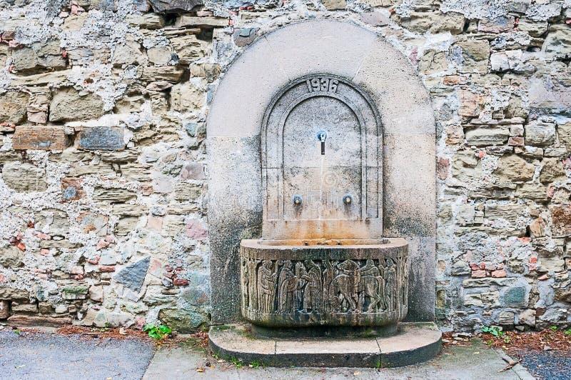 Download 古色古香的墙壁的小溪 库存图片. 图片 包括有 下落, 岩石, 石头, 小溪, 生气勃勃, 新鲜, 横向 - 62539773