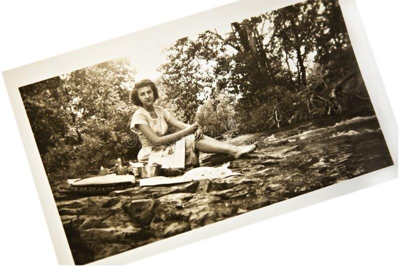 古色古香的小河照片妇女 免版税库存图片