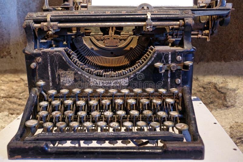 古色古香的打字机,收藏家` S项目 库存图片