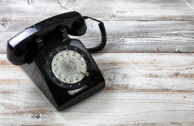 古色古香的技术概念的老时尚轮循拨号电话在看法的关闭 库存图片
