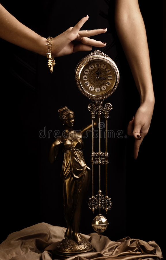 古色古香的时钟女孩递s 免版税库存图片
