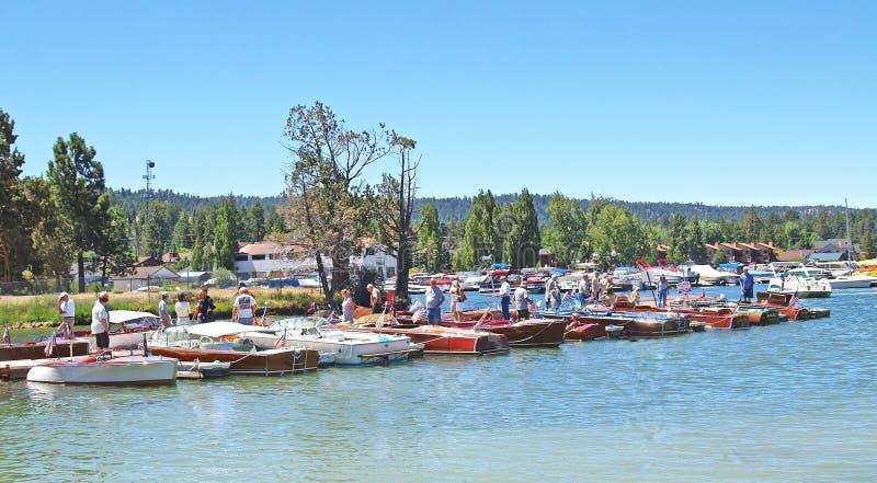 古色古香的木小船显示 库存图片