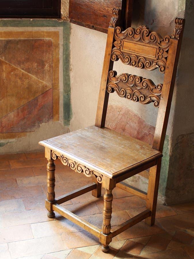 古色古香的木椅子,罗马别墅 免版税图库摄影