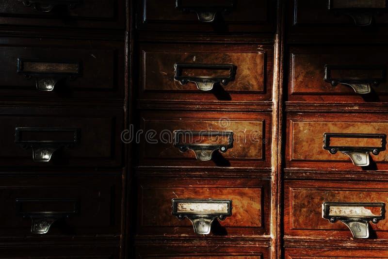 古色古香的木碗柜或内阁 库存照片