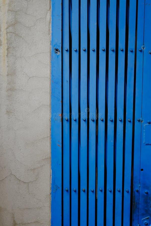 古色古香的样式钢门颜色蓝色 免版税图库摄影