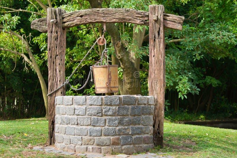 古色古香的水井 库存图片