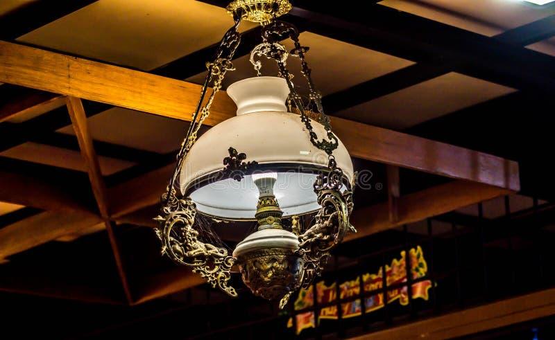 古色古香的灯和木天花板 库存照片