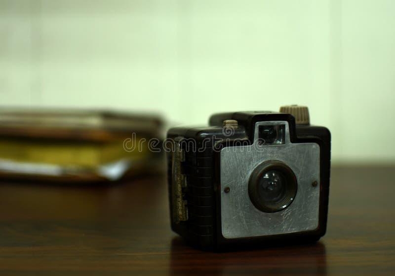 古色古香的照相机果仁巧克力葡萄酒样式 免版税库存照片