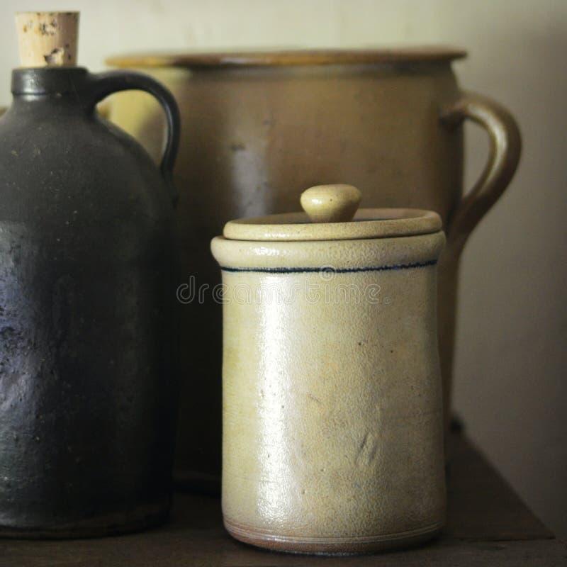 古色古香的瓦器 免版税库存照片