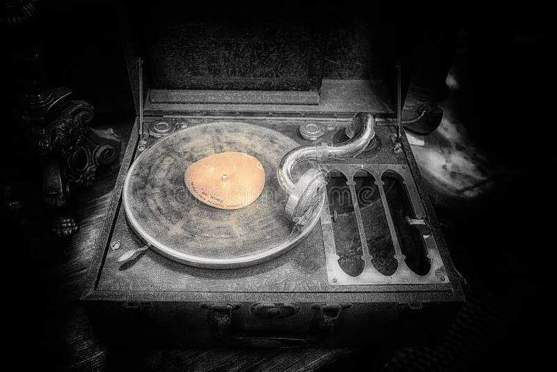Download 古色古香的电唱机 库存图片. 图片 包括有 声音, 犰狳, 球员, 仍然, 标签, 音乐, 经典, 口气 - 72364579
