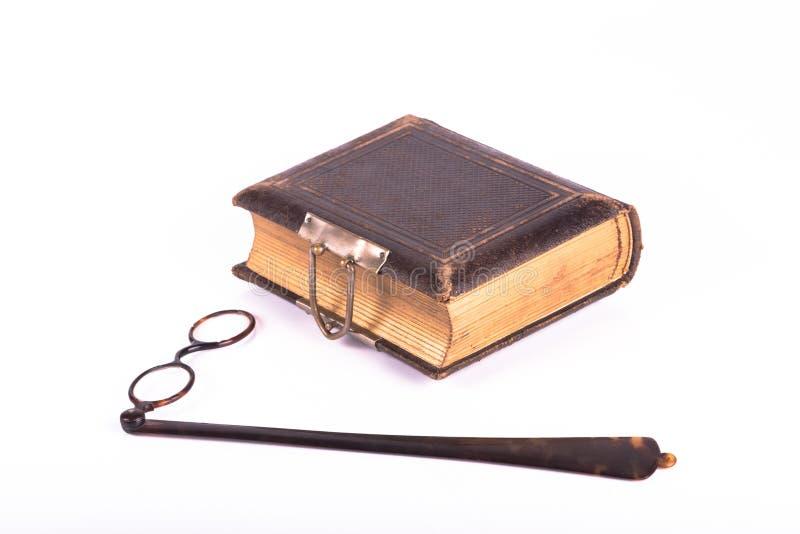 古色古香的眼睛玻璃和书 免版税库存照片