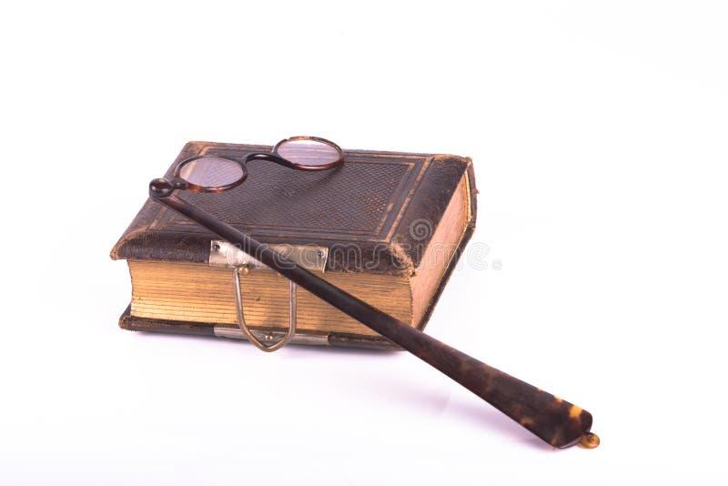 古色古香的眼睛玻璃和书 免版税库存图片