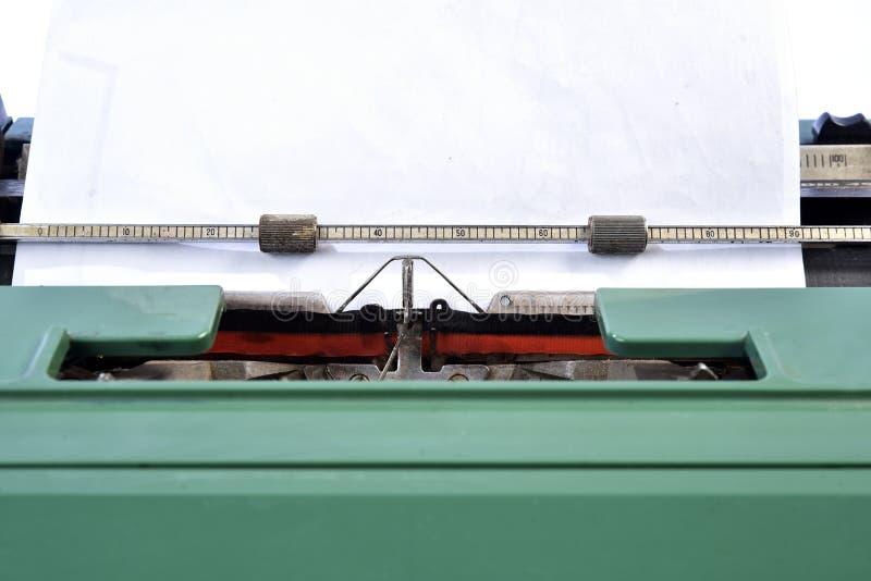 古色古香的绿色打字机,类推键入 库存图片
