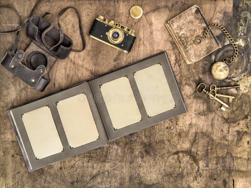 古色古香的胶卷相机相册老相框 库存图片