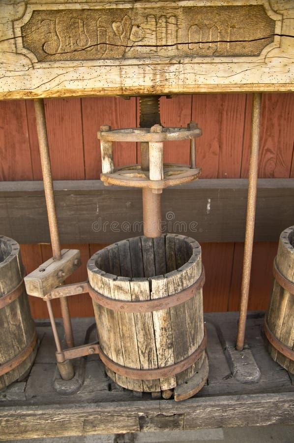 古色古香的葡萄压榨机 库存照片