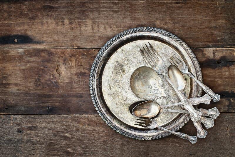古色古香的银器和板材 免版税库存照片