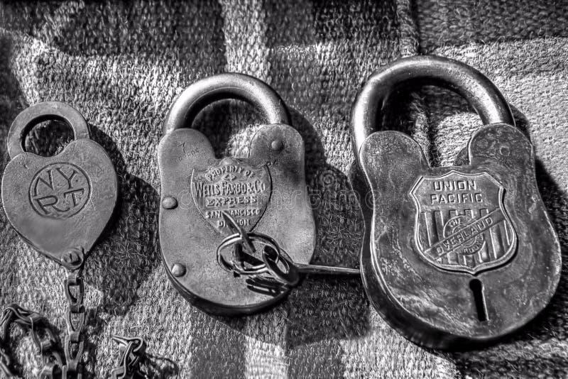 古色古香的锁和钥匙从老西部 免版税库存照片