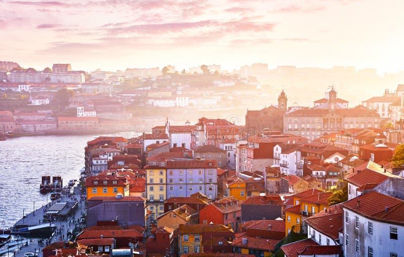 古色古香的镇波尔图葡萄牙 日落太阳 免版税图库摄影