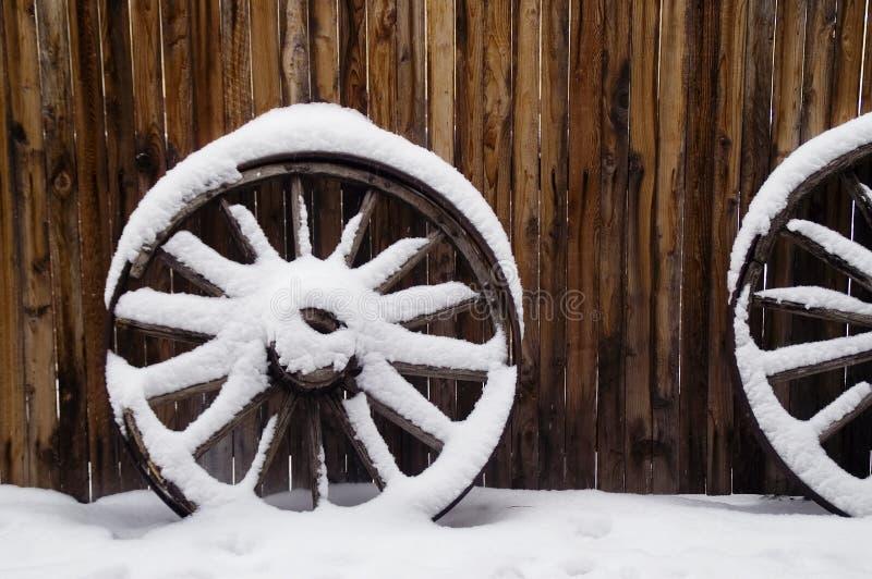 古色古香的雪马车车轮 免版税库存图片