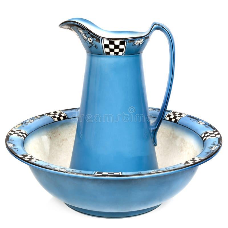 古色古香的面盆和被隔绝的水壶 免版税库存照片