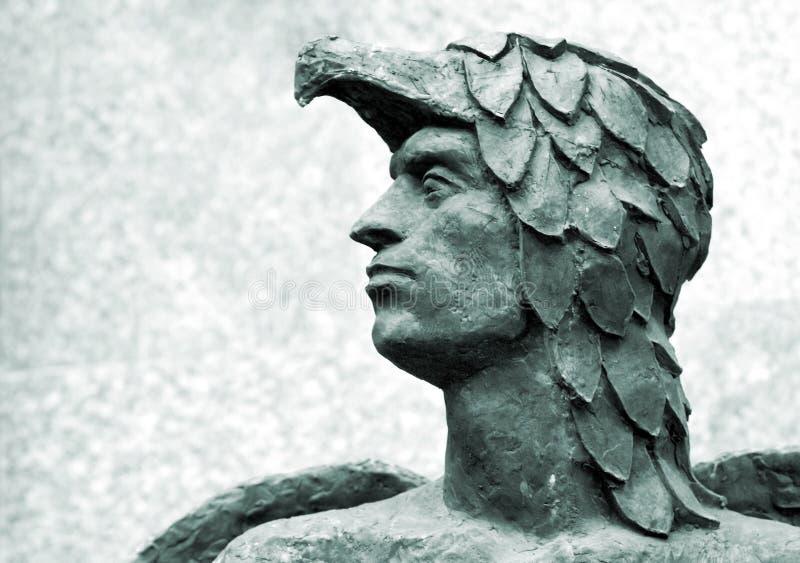 古色古香的顶头icarus雕塑 库存照片