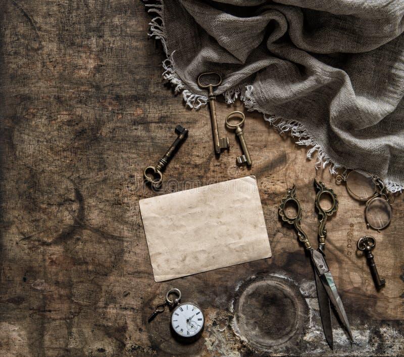 古色古香的项目剪钥匙怀乡静物画葡萄酒样式 免版税库存照片
