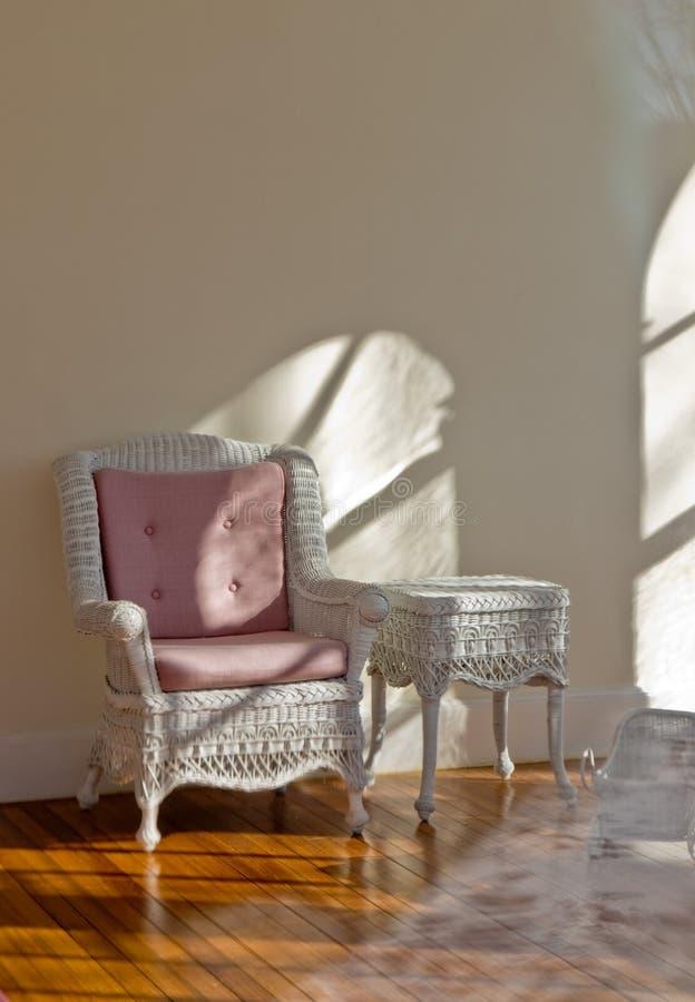 古色古香的维多利亚女王时代的藤椅 免版税库存图片