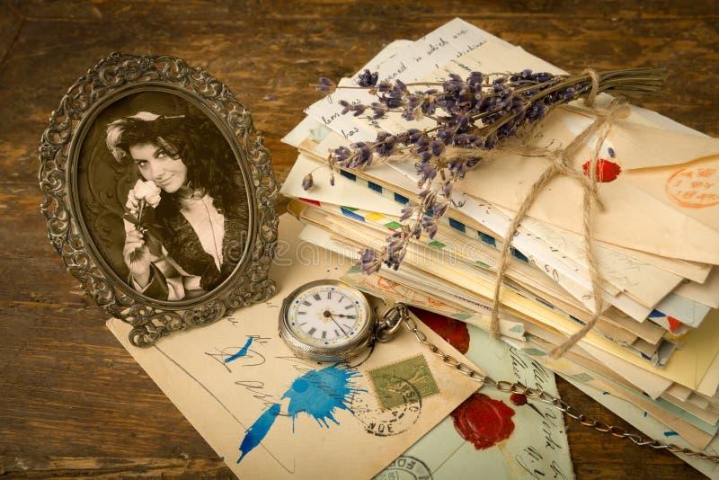 古色古香的画象和老信件 免版税库存照片