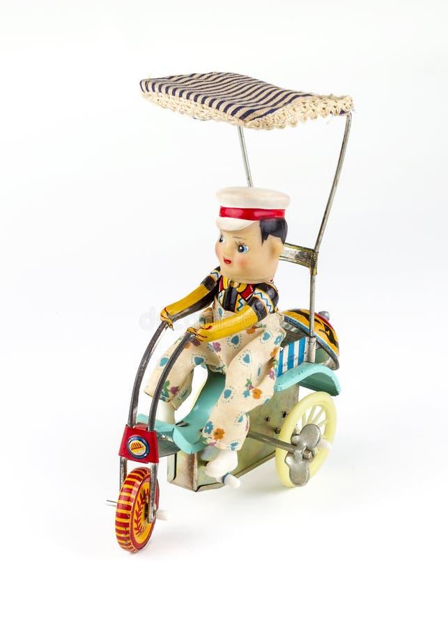 古色古香的黄铜玩偶:三轮车 库存图片