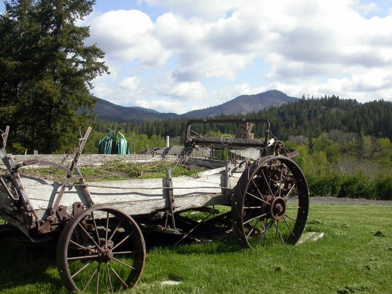 古色古香的mountainscape无盖货车 库存照片
