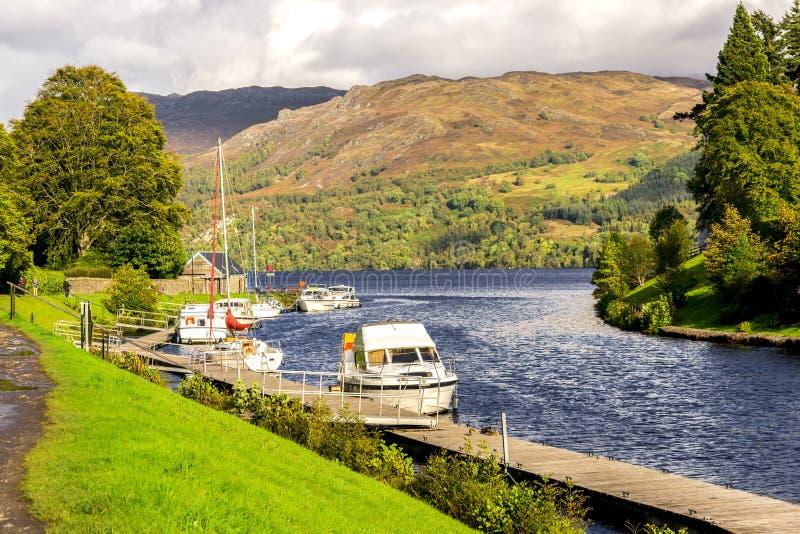 古苏格兰运河词条向堡垒的奥古斯都,苏格兰奈斯湖 免版税图库摄影
