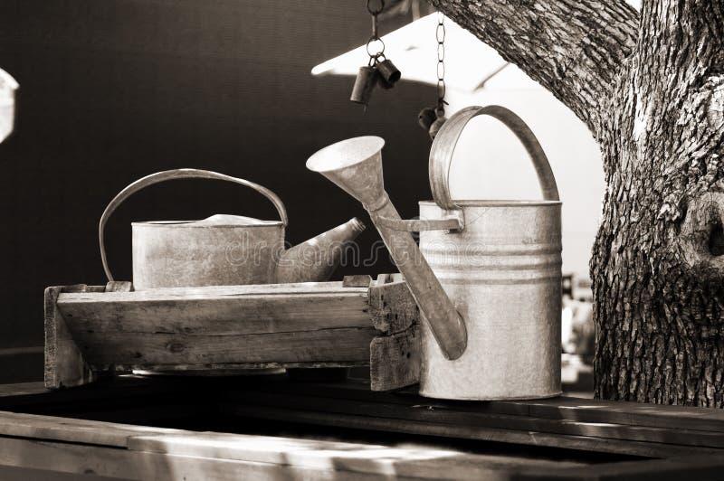 古董装水于罐中 免版税库存图片