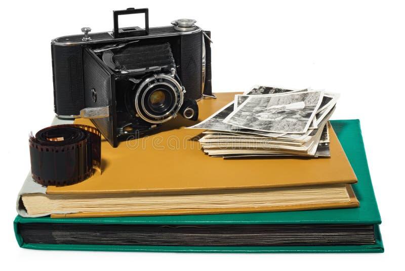 古董,黑色,袖珍照相机,老象册,减速火箭的黑白照片,照相机的历史的阴性 免版税库存照片