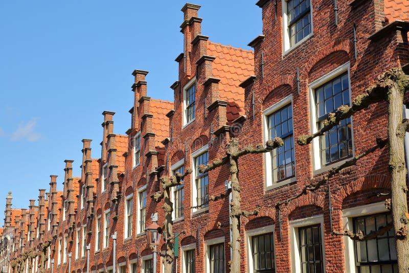 古迹Gasthuis-Huisjes的华丽和五颜六色的建筑学,位于格鲁特Helligland街 免版税图库摄影