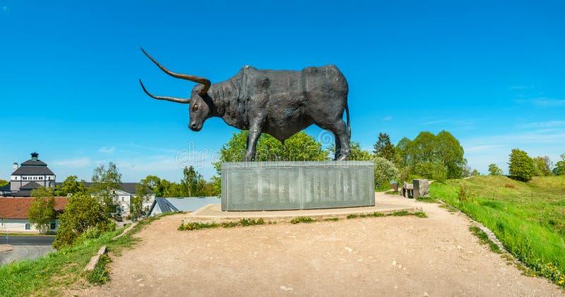 古铜色公牛雕象 拉克韦雷,爱沙尼亚,波罗的海国家,欧洲 库存照片