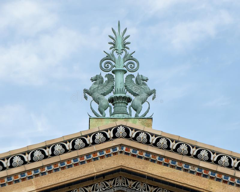古铜色屋顶装饰品,费城艺术馆 库存图片