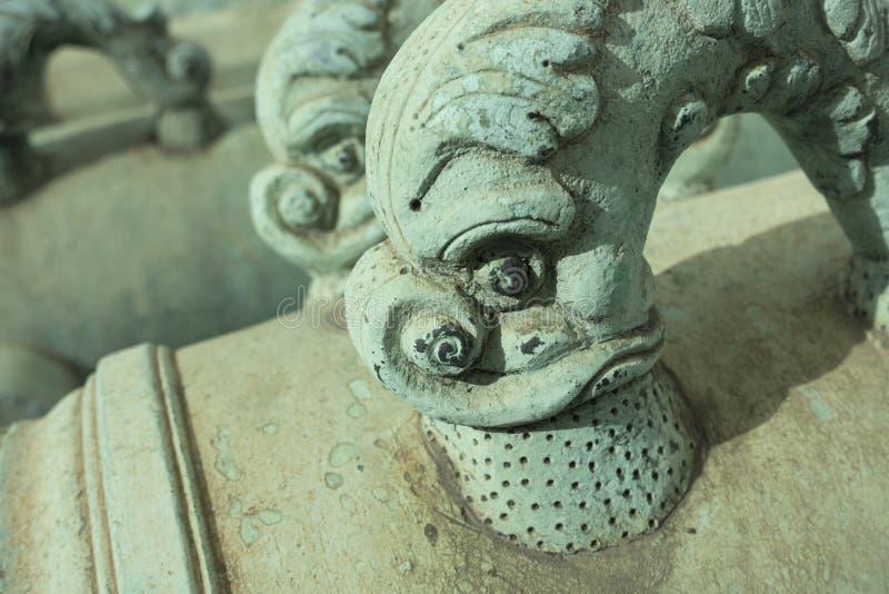古铜色海豚大炮把柄 免版税库存图片
