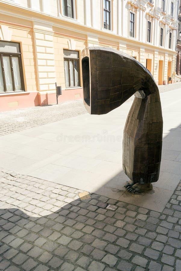 古铜色现代艺术雕塑蒂米什瓦拉,罗马尼亚 库存照片