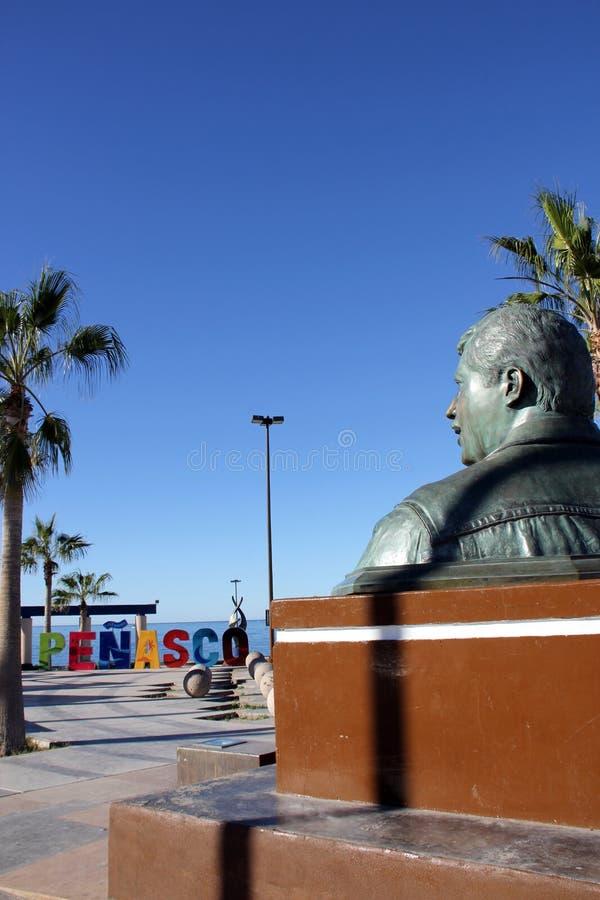 古铜色胸象和Penasco在El Malecon签字 免版税库存图片