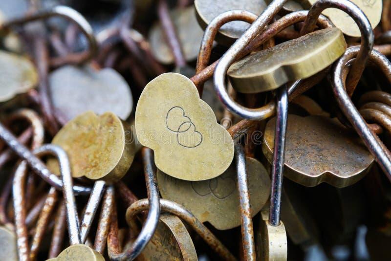 古铜色锁 库存照片