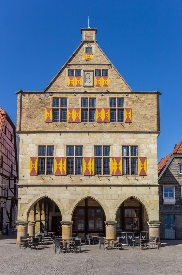 古镇城镇厅的前面在韦尔内 图库摄影