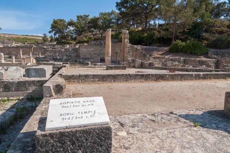 古镇Kamiros,荷马提及的希腊文化的城市遗骸  翻译:多立克体寺庙,BC 3第2个世纪 希腊语 免版税图库摄影