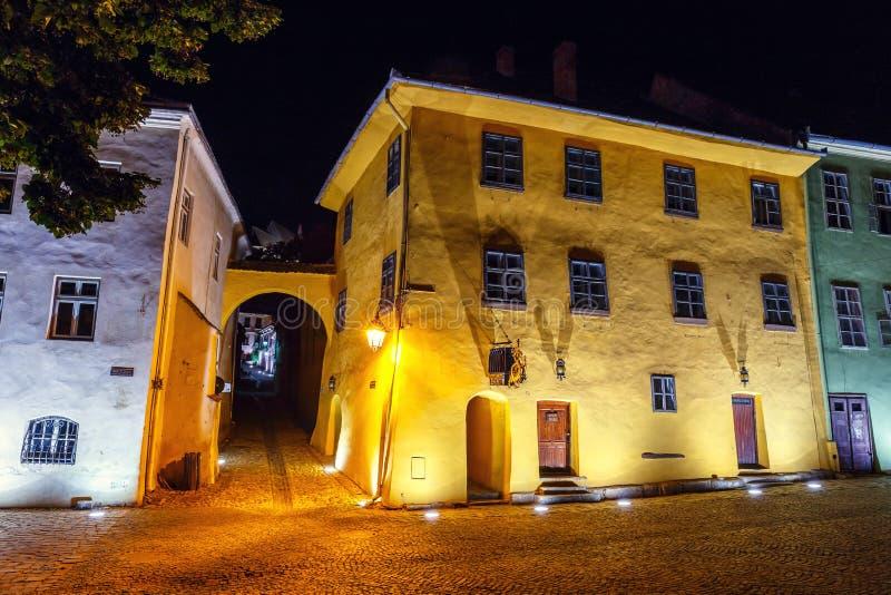 古镇Sighisoara夜视图  出生Vlad Tepes, Dracul的城市 免版税图库摄影
