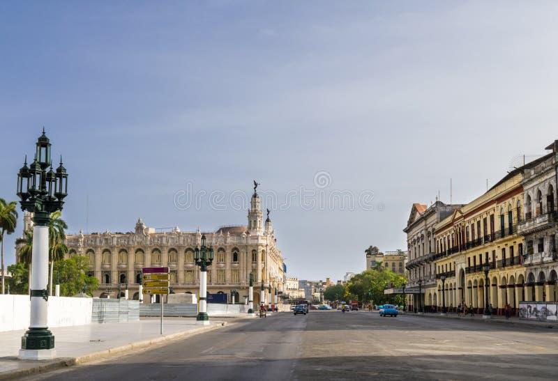 古巴大厦和建筑学从哈瓦那有看法巨大剧院的 免版税图库摄影