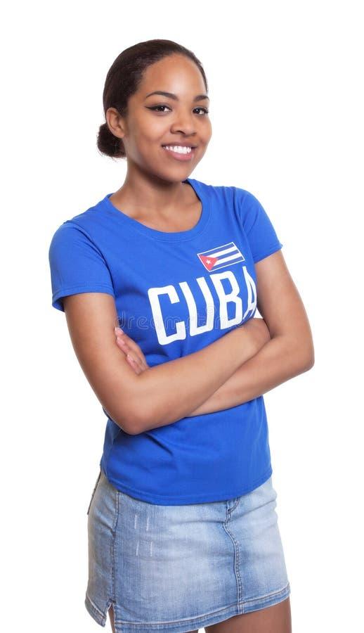 从古巴的少妇有横渡的胳膊的 免版税库存照片