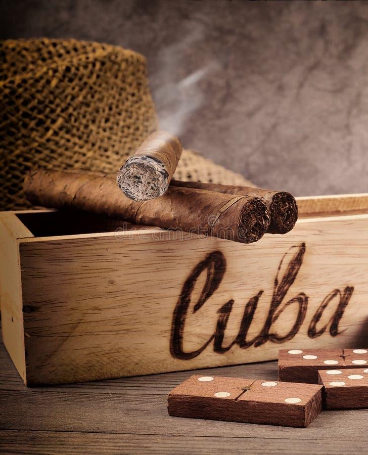 古巴雪茄和多米诺戏剧 免版税图库摄影