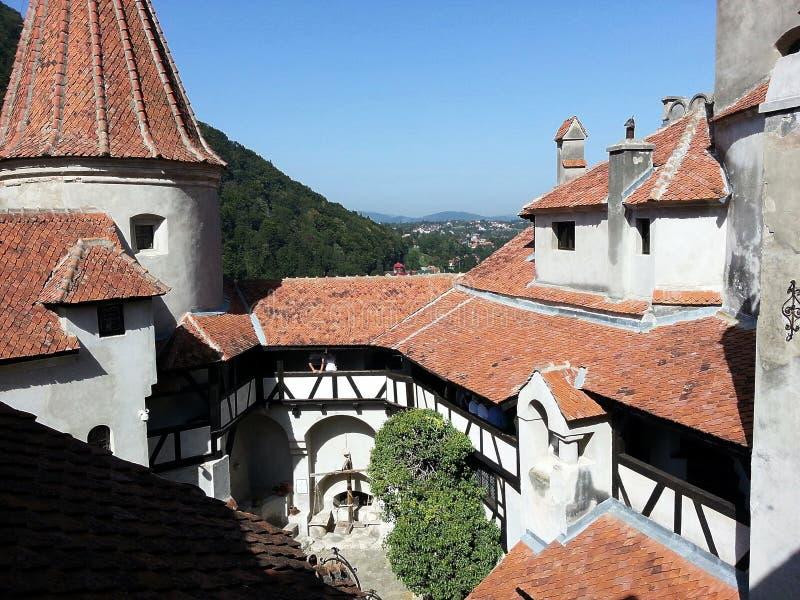 叫作德雷库拉` s城堡的麸皮城堡的内部围场,罗马尼亚 免版税库存图片