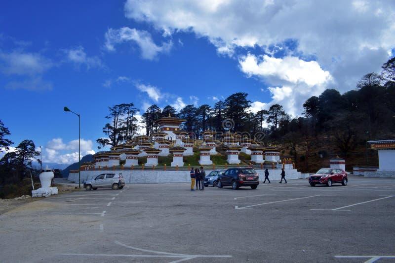 叫作Druk或stupas的108纪念品chortens Wangyal Chortens在Dochula通行证,不丹 库存照片